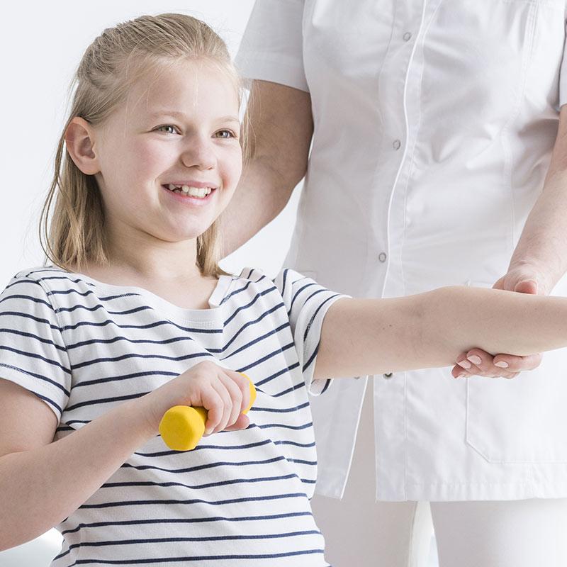 Kindliche Skoliose ist eine Achsabweichungen der Wirbelsäule